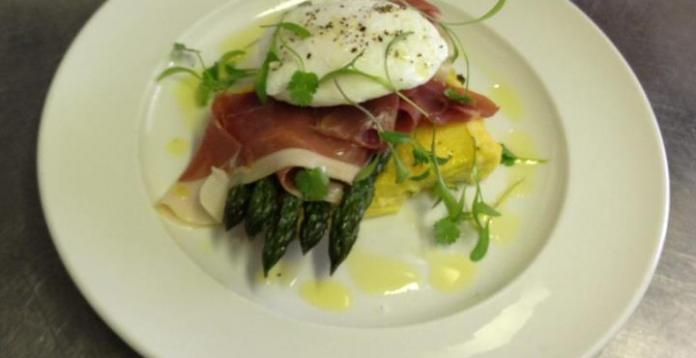 Fresh English asparagus, parma ham & poached free range egg. Blue food. 