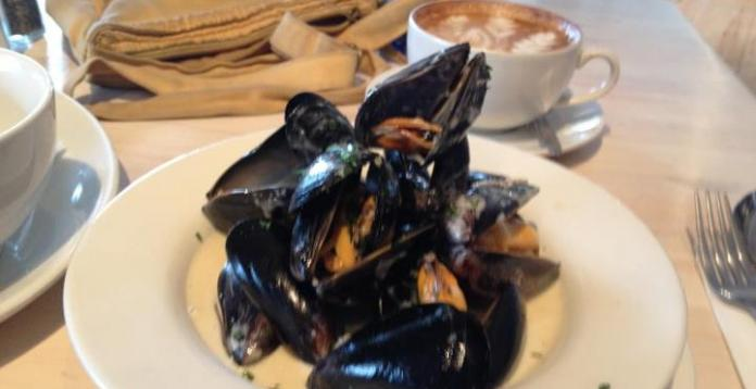 Fresh Cornish Mussels at the Blue Bar, Porthtowan Beach, Cornwall. UK.